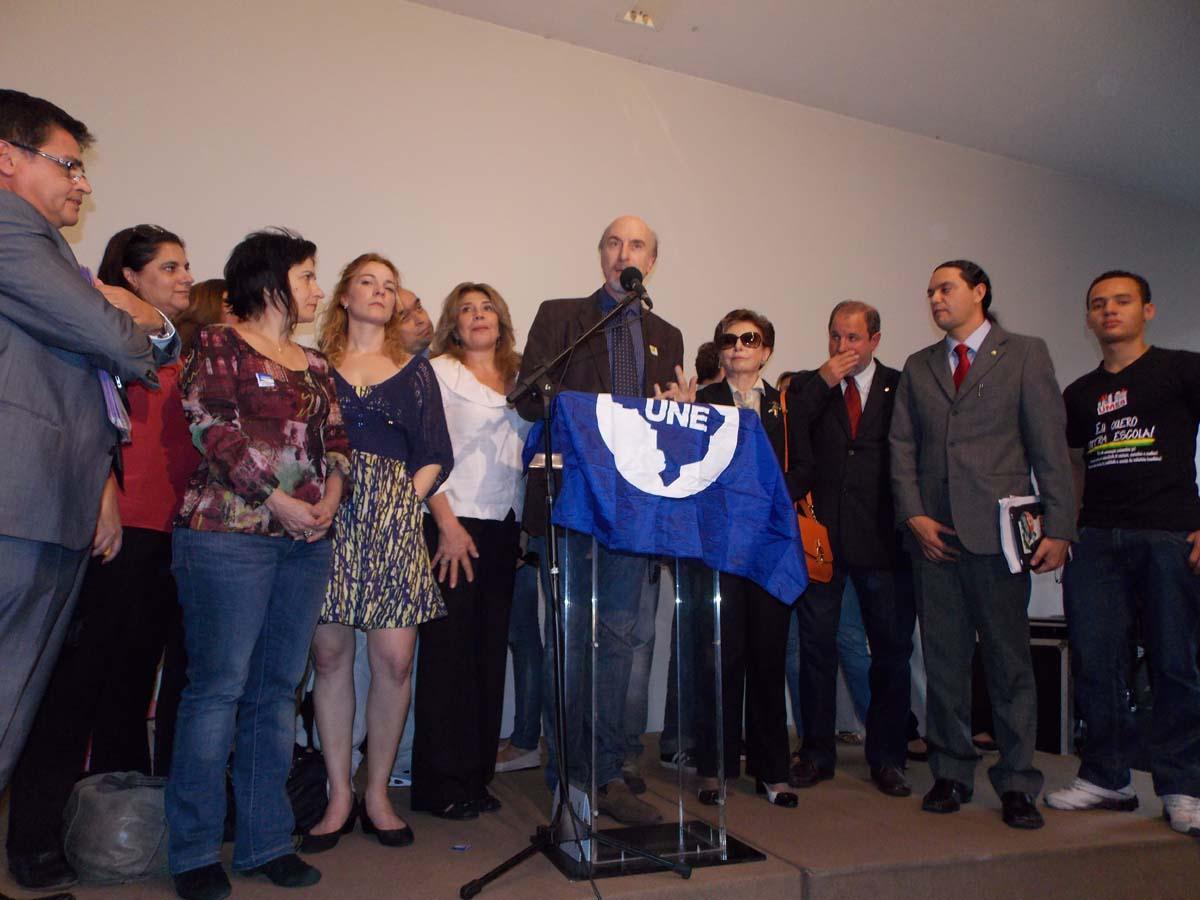 Diversos artistas se manifestaram em apoio ao projeto